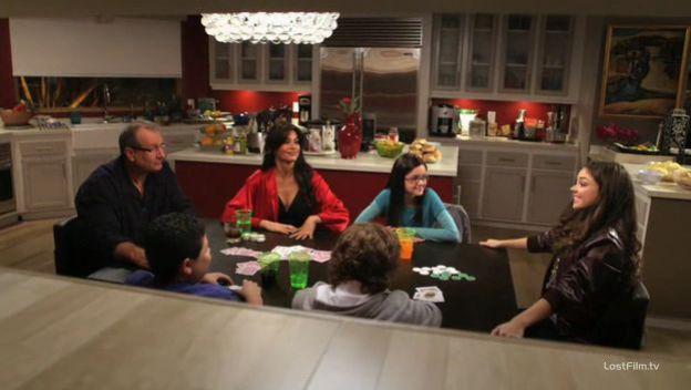 Modern.Family.S01E08.rus.LostFilm.TV - (10.11.73).jpg